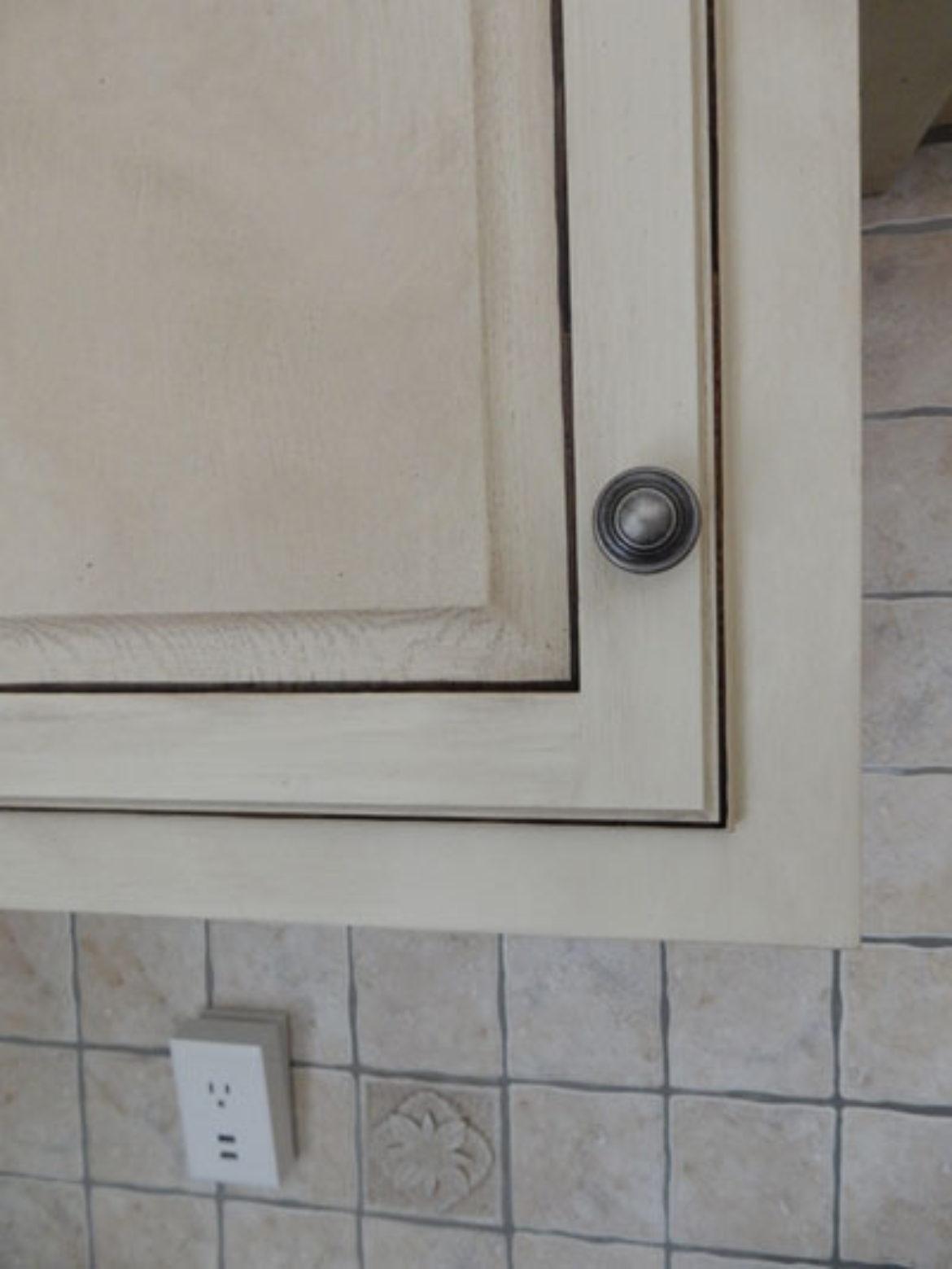 Corner of cabinet